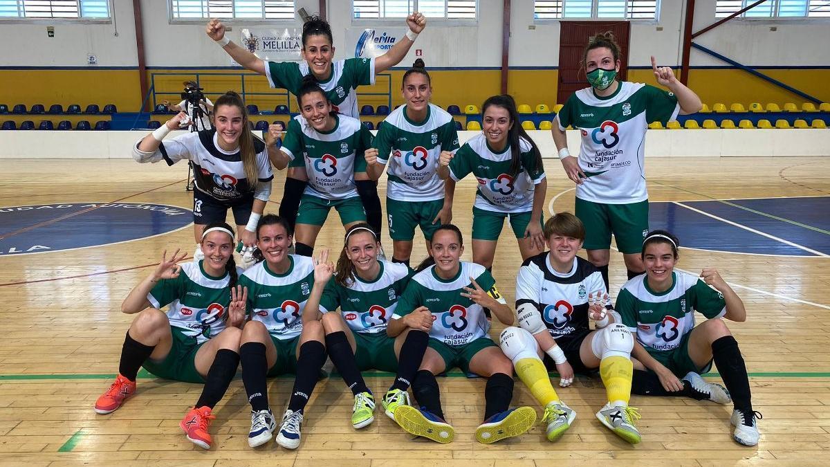 El Cajasur Deportivo Córdoba celebra la victoria en Melilla.