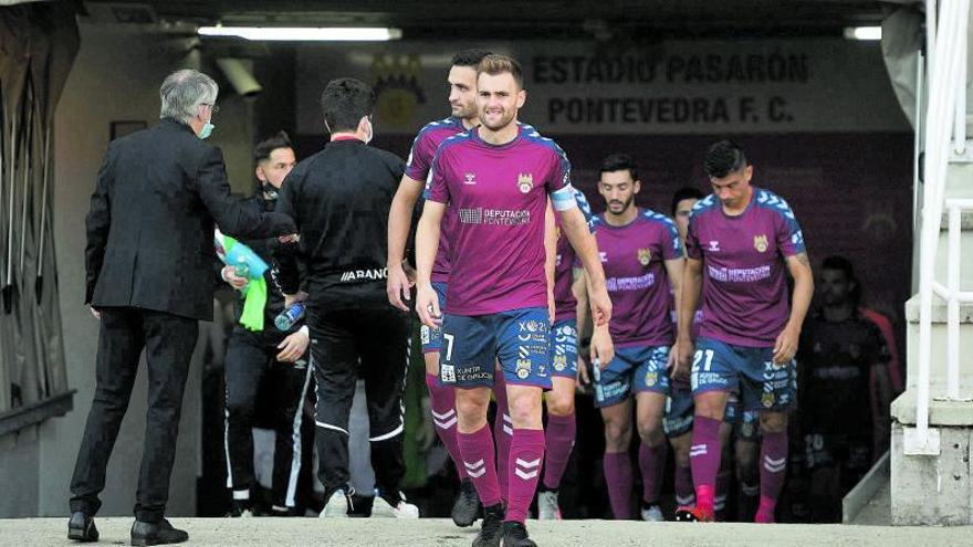 El Pontevedra defiende el liderato ante el Compos en Santiago