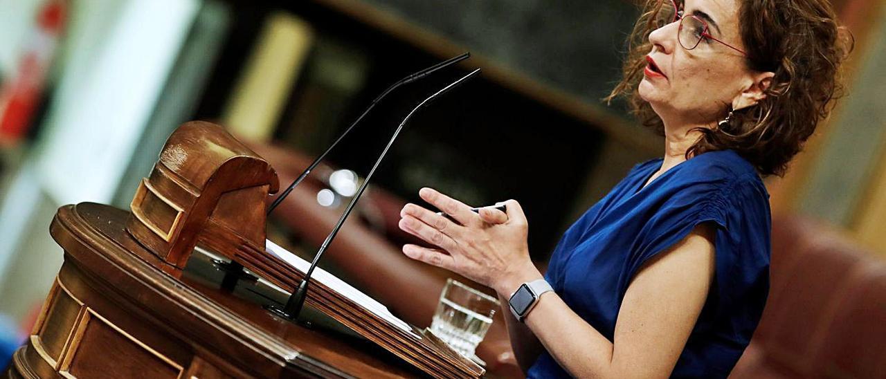 María Jesús Montero, ayer, en el Congreso. |   // EFE / JAVIER LIZÓN