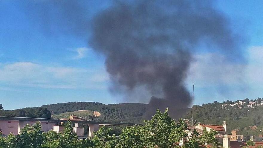L'incendi de contenidors al Trueta, visible de ben lluny