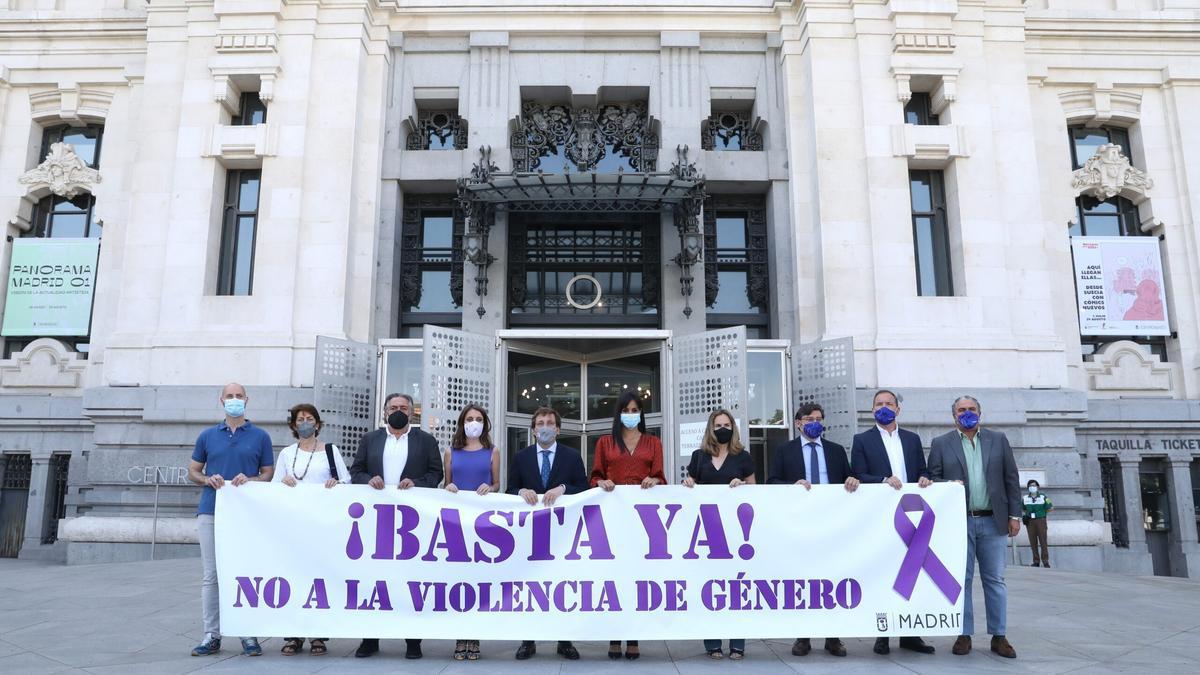 Minuto de silencio en el Ayuntamiento de Madrid por la última víctima de violencia machista
