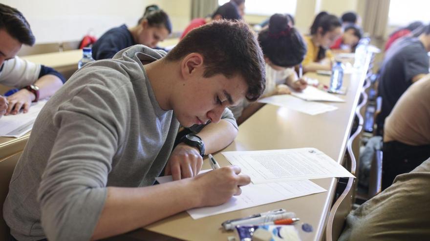 Los grados científicos y de la salud marcan las notas de corte más altas de Galicia
