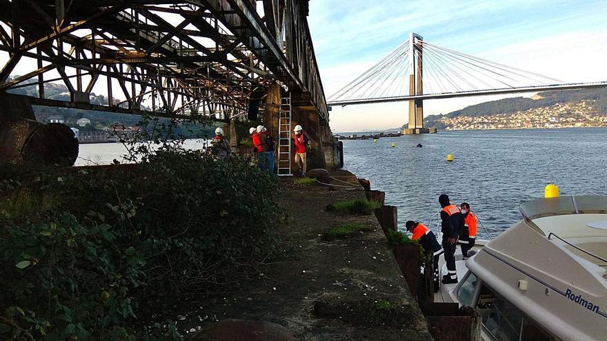 Técnicos municipales inspeccionan el antiguo cargadero de Rande para evaluar su estado