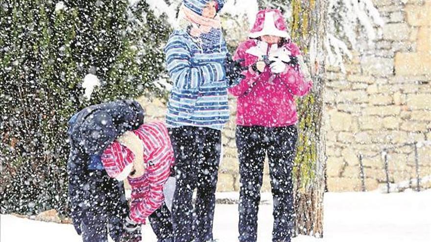 600 alumnos del interior de Castellón, de nuevo sin clase por la nieve