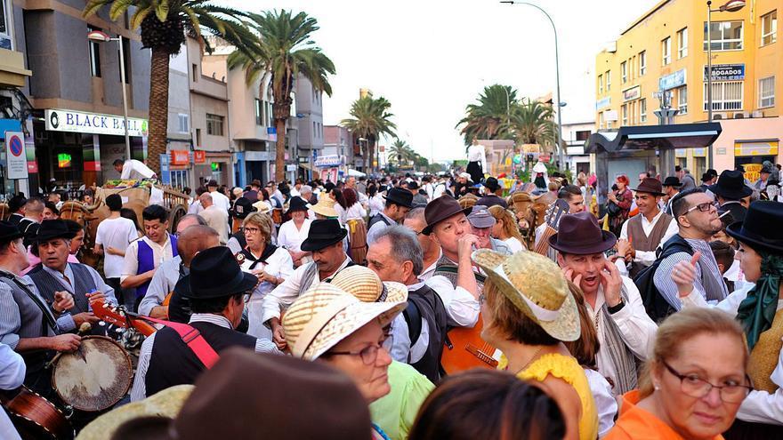 Vecindario festeja San Rafael con una ofrenda simbólica y un concierto
