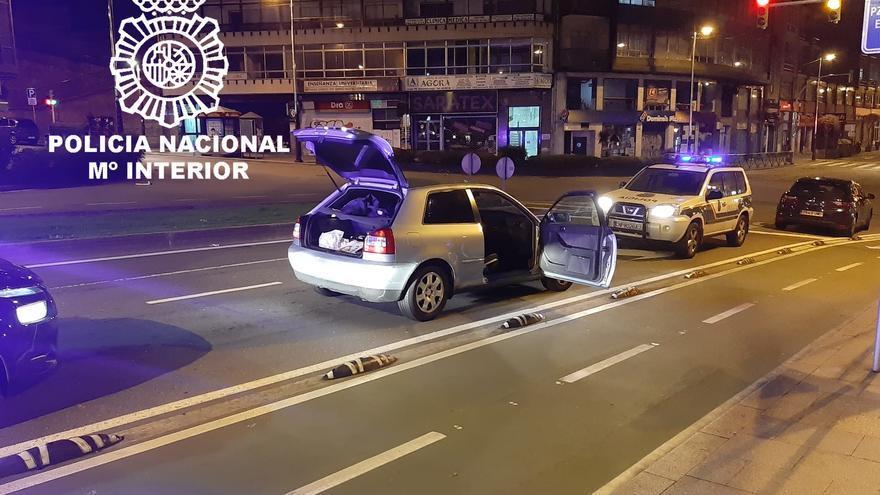 """""""Alocada"""" fuga por Vigo tras sorprenderle grabándose al volante"""