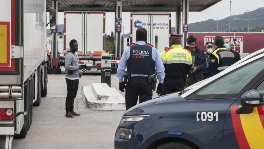 Troben un immigrant ocult als baixos d'un camió a la Jonquera