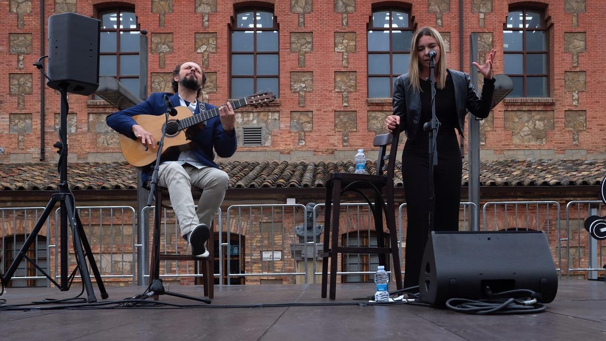 Canito y Rocío Márquez, ayer, en el Centro Cívico Salvador Allende de Zaragoza.