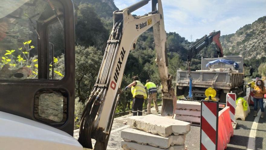 Retiran los 'marges' prefabricados de la carretera de Sóller