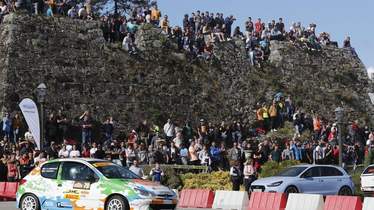 Inicio de la 53º edición del Rallye Rias Baixas, en O Castro.