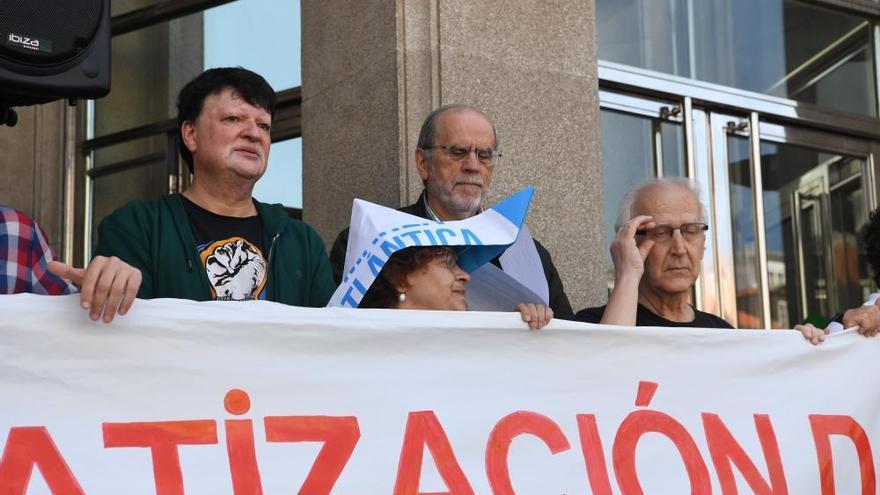 4.000 personas salen a la calle por el futuro de la fachada marítima de A Coruña
