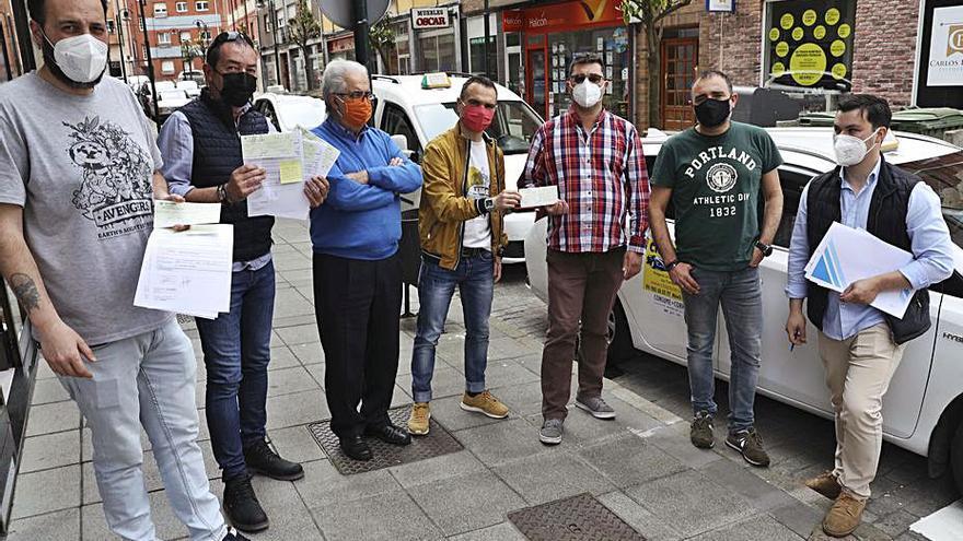 Los taxistas locales reciben ayudas municipales de 800 euros por la crisis del covid
