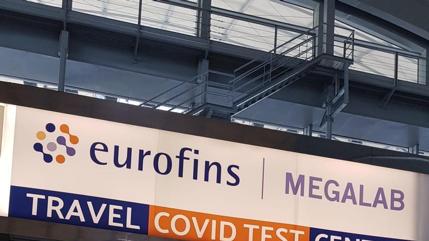 El aeropuerto de Alicante-Elche abre un laboratorio para hacer test covid antes de viajar