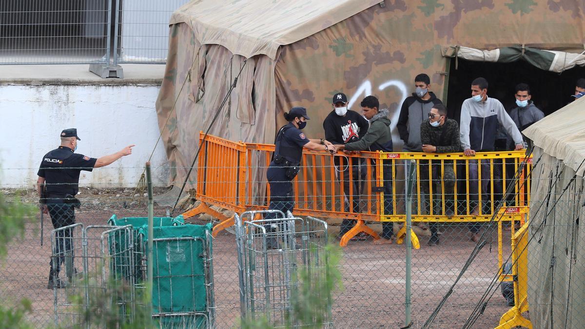 Inmigrantes en el campamento de Barranco Seco