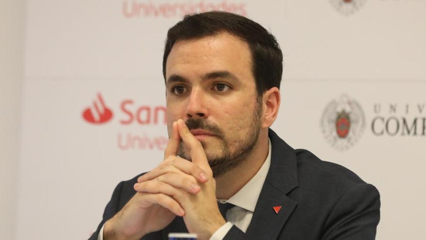 """Alberto Garzón carga contra la """"impunidad"""" de la Casa Real"""