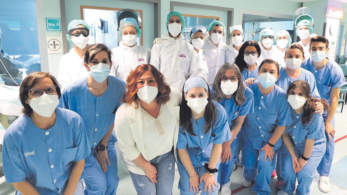 Equipo de enfermería de la uci polivalente del hospital Miguel Servet, ganador del premio Aragonés del Año por el proyecto 'Abrazando corazones'
