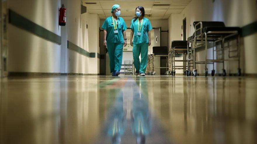 Los hospitalizados en Málaga por Covid-19 rozan los 800, con casi un centenar de críticos