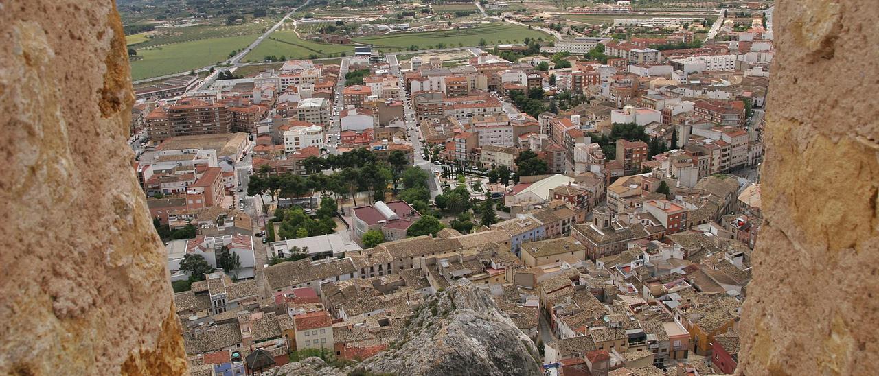 Vista general de parte del casco urbano de Castalla captada desde el castillo.   JUANI RUZ
