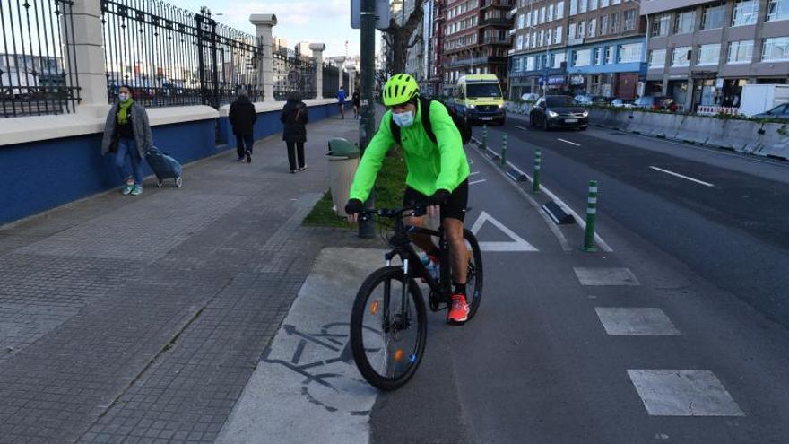 El colectivo ciclista Mobi-liza reclama que se evite el paso del carril bici por las aceras