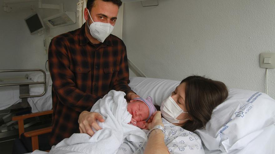 Antón y Guillermo, los primeros bebés nacidos en Galicia en 2021