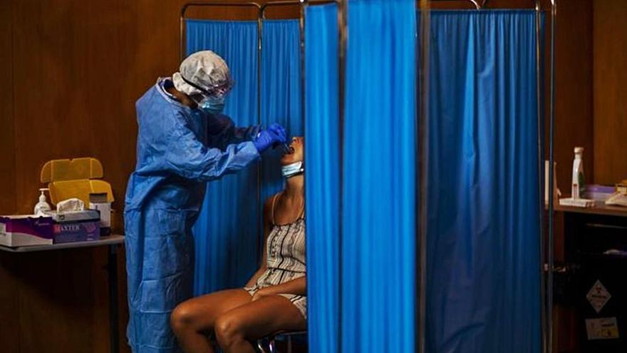 Un 20% dels malalts de COVID es poden reinfectar passats tres mesos