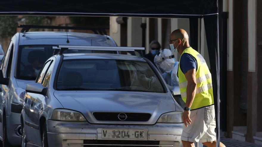 La pandemia se recrudece y traslada su epicentro a Alicante tras un fin de semana a la baja