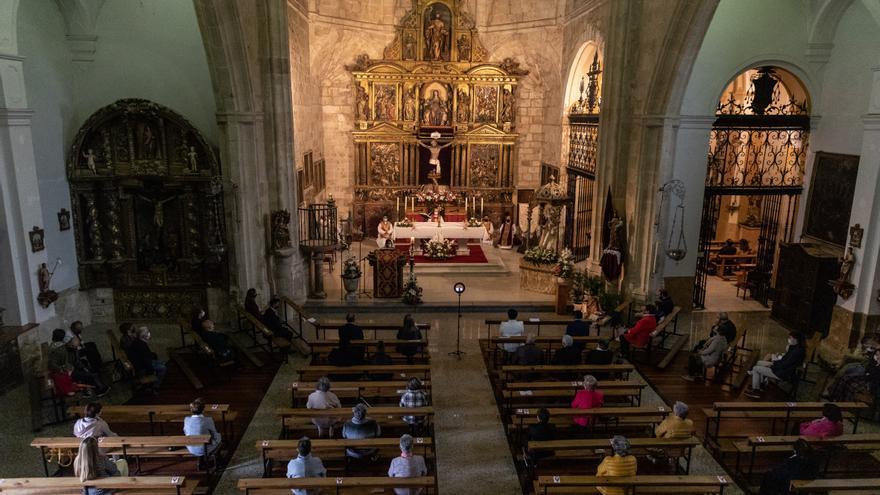El obispo de Zamora preside la misa mayor del Cristo de Morales