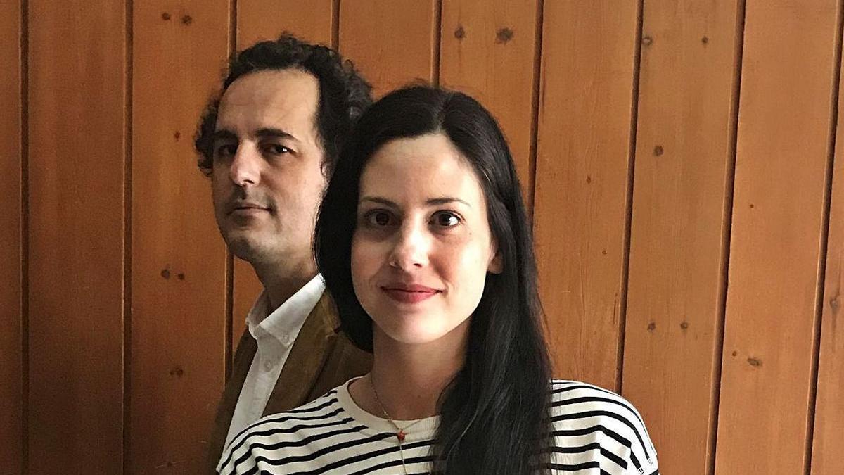 Rafael García Maldonado y Mariló Rubio Borrego, con su primer libro, «Benito Cereno».