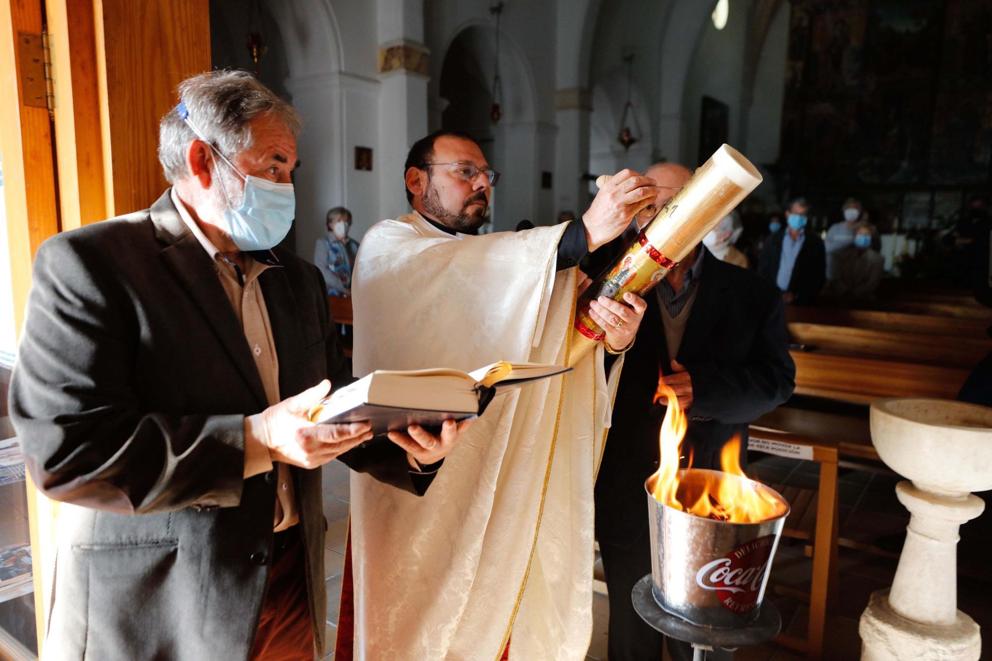 Vigilia pascual y bendición del fuego en Jesús