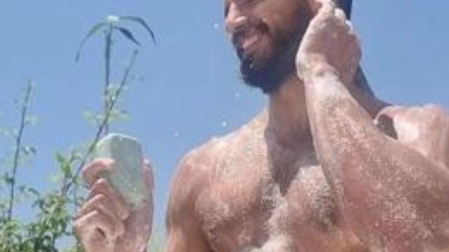 El desnudo integral de Maxi Iglesias en sus vacaciones
