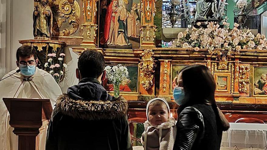 Los niños de Toro ante la Virgen del Canto