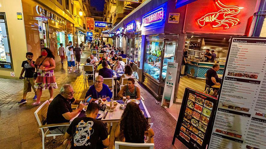 El recorte horario frena en seco la reactivación de la hostelería por las trabas al doble turno de cena