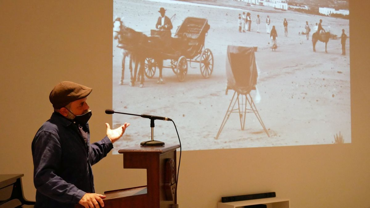 Miguel G. Morales opens his installation 'Hucal' at the Museo Canario