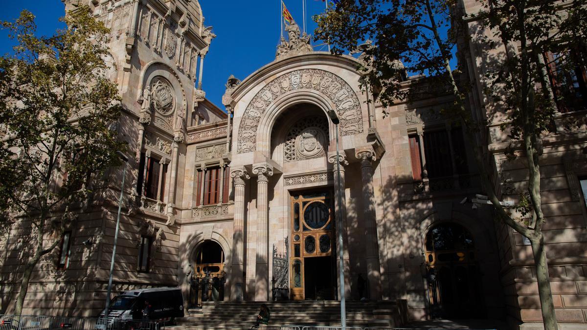 Fachada de la Audiencia de Barcelona.