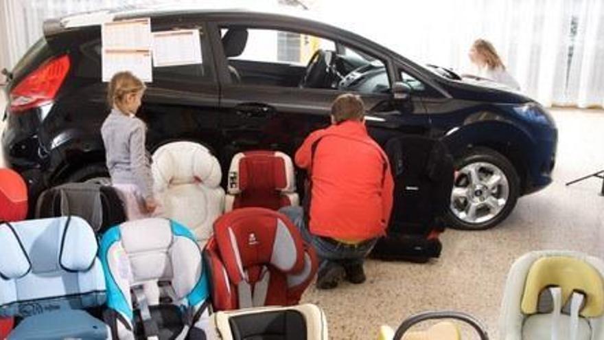 3 de 14 cadiretes infantils de cotxe analitzades en un estudi del RACC suspenen