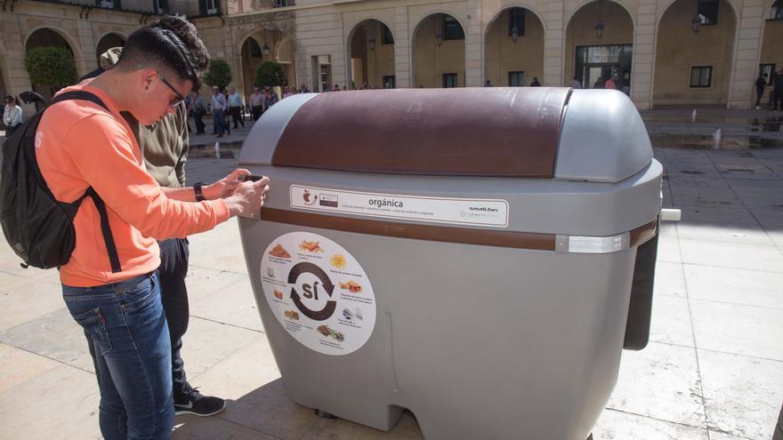 El bipartito prevé ampliar este año la recogida selectiva en Alicante con más de 2.000 contenedores marrones