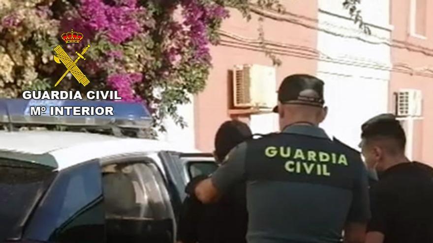 Detenidos dos jóvenes por robar más de un kilo de cáñamo medicinal de una finca en El Algar
