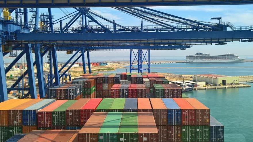 Valenciaport ya roza los 5,5 millones de contenedores en tráfico interanual