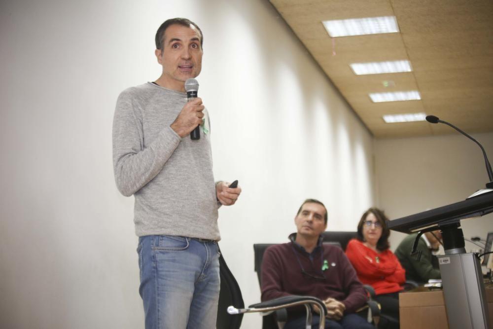Alumnos y profesores se concentran en la Universidad de Alicante para pedir medidas contra la crisis climática