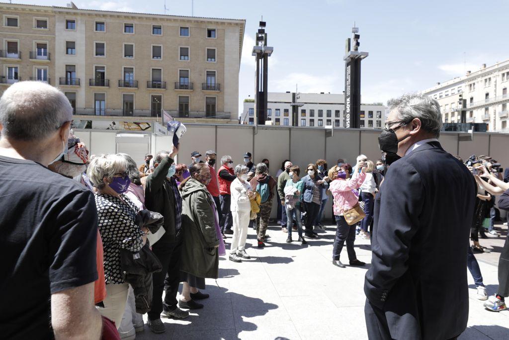 Minuto de silencio en el Ayuntamiento de Zaragoza