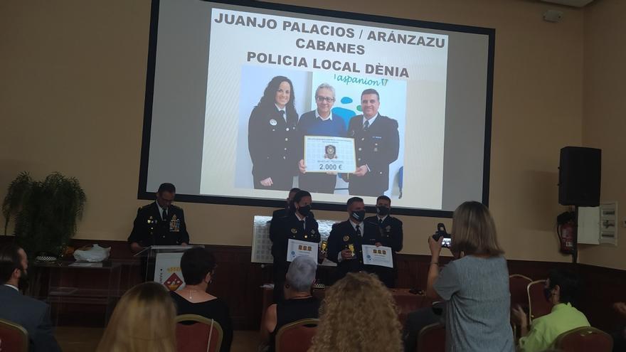 Reconeixement a la Policia de Dénia per la seua implicació en la lluita contra el càncer infantil