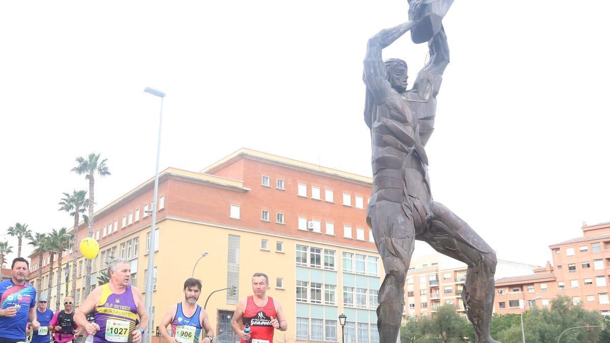 La escultura de Tombatossals está ubicada en la avenida de Lledó.