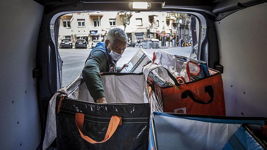 El bum del comercio online da oxígeno a la automoción con el renting de furgonetas