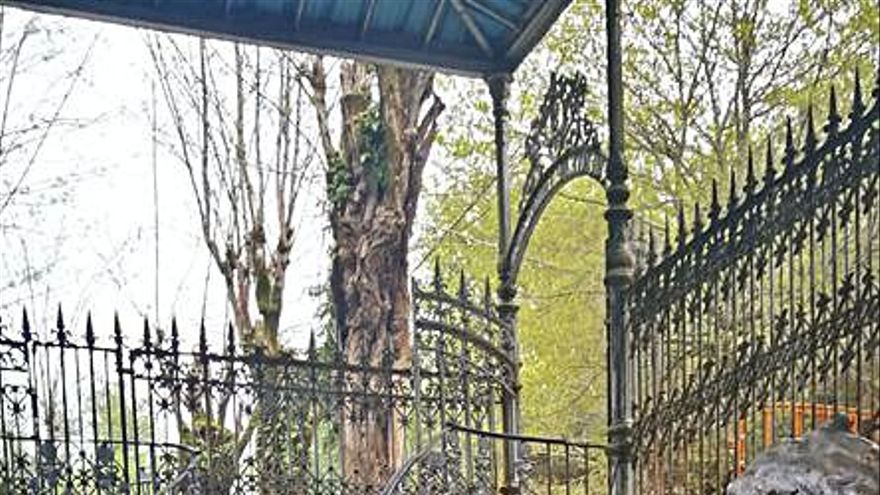 Vecinos de Mondariz Balneario critican que no se limpiase la fuente de Troncoso