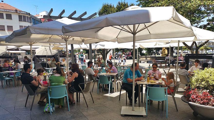 La hostelería de Marín tiene dos años para igualar la estética de las terrazas