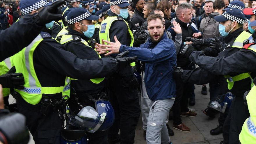 Detenidas 16 personas en Londres por protestar contra las restricciones de la Covid