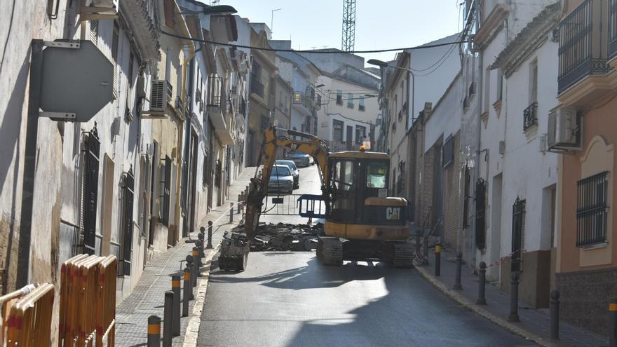 Empieza la obra de mejora de la calle Menéndez Pelayo de Puente Genil