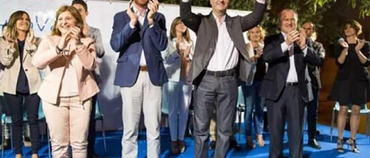Una moqueta azul y una factura de 1.000 euros protagonizan el pleno de la Vall