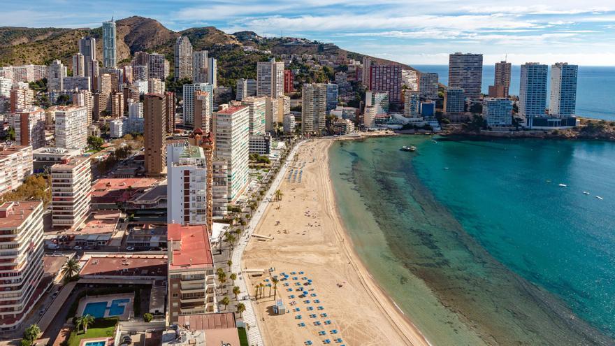 """Los apartamentos de la Costa Blanca, a punto de colgar el cartel de """"completo"""" para agosto"""