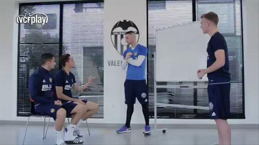 Jaume y Lato enseñan valenciano a Gabriel y Andreas